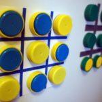 Trasformare tappi di plastica in opere d'arte: 5 trucchi